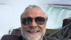 Владо Пенев със селфи прeд Ниагарския водопад