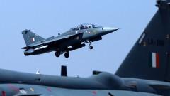 Индийски самолети удариха кашмирски бойци на пакистанска територия