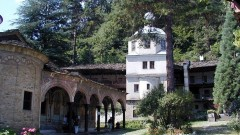 Обновяват пет манастира с европари