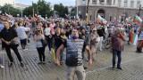 """""""Оставка"""" и """"Бойко вън!"""" скандират протестиращите пред Министерския съвет"""