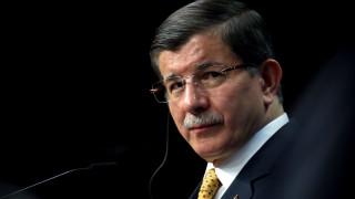 Бившият турски премиер Давутоглу остро критикува партията на Ердоган