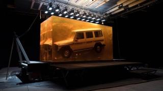 Как Mercedes вгради G-Class в гигантски кехлибарен блок