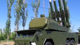 """Разследващите свалянето на боинга в Украйна открили части от ракета """"Бук"""""""