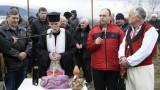 Петричани вдигнаха скандал в храма заради наложен нов свещеник