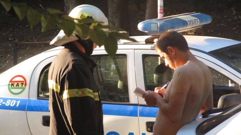 Полицаи от две районни пазят събаряне на незаконни стопански постройки в Голямо Белово