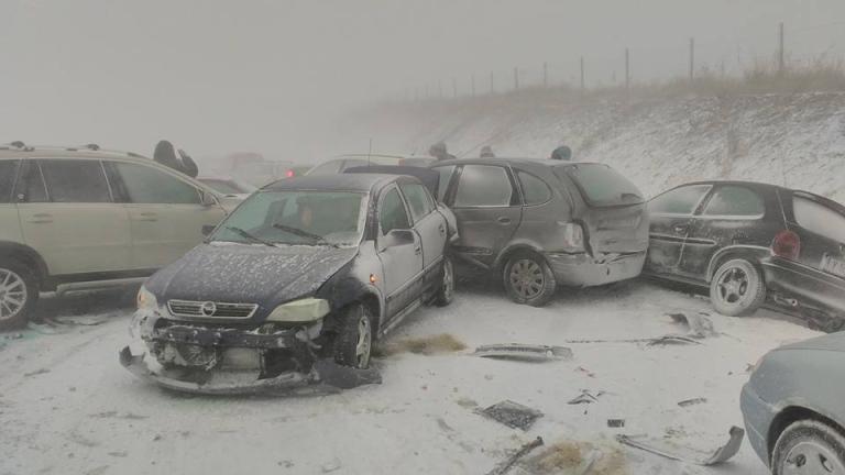 """Затвориха магистрала """"Тракия"""" край Бургас заради снега"""