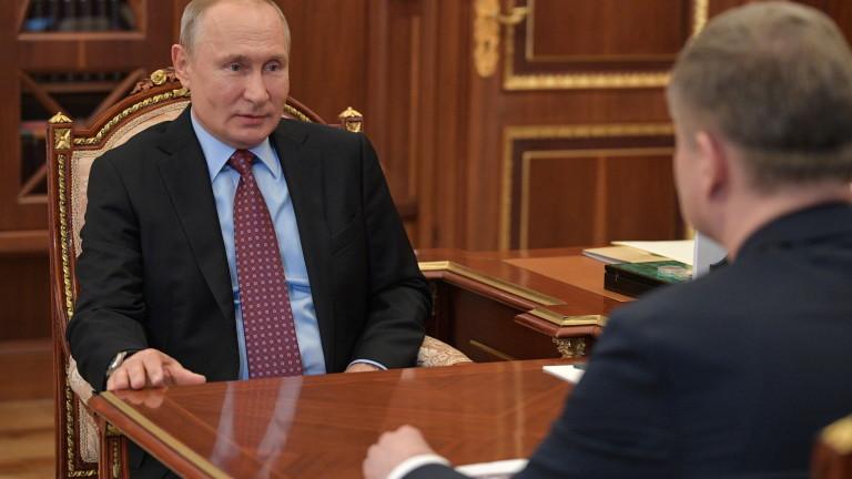 Президентът на Русия Владимир Путин на заседание с руския военен