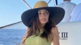 Секси ваканцията на Емили Ратайковски в Италия