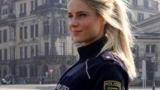 Полицайка стана хит с разголени снимки