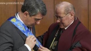 Президентът Плевнелиев е удостоен с почетния златен медал на ТУ