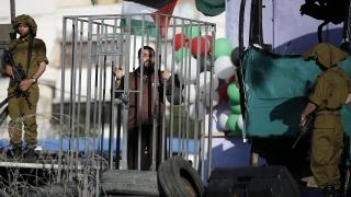 """Израел бомбардира """"Хамас"""" след ракетна атака"""