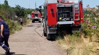 """Пожар в бургаския квартал """"Черно море"""" изпепели вили и автомобили"""
