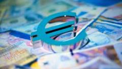 Еврото притиснато от спекулации за намаление на лихвите