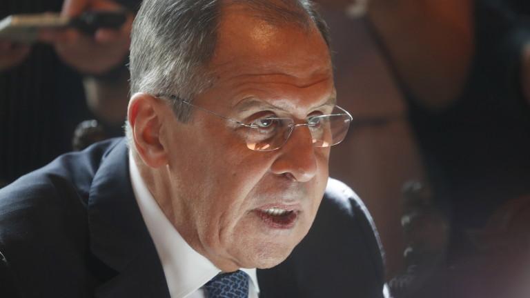 Лавров пред Помпео: Москва категорично отхвърля новите санкции на САЩ