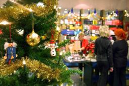 Германците харчат по-малко за подаръци по Коледа тази година