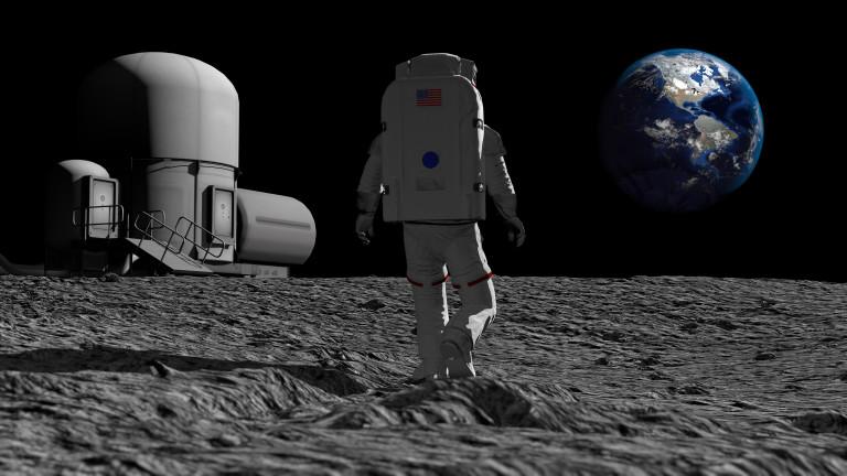 Най-странните предмети, попадали на Луната