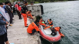 Най-малко 128 изчезнали след потъването на ферибот в Индонезия