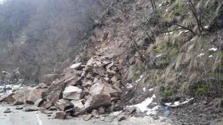 Пътят София - Самоков е затворен заради свлачище