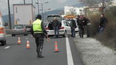 Полицаи закопчаха трима на влизане в Благоевград