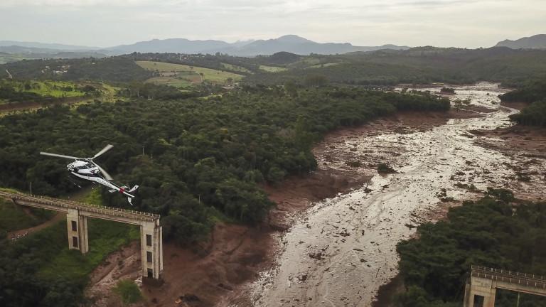 Снимка: Жертвите на скъсаната язовирна стена в Бразилия вече са над 120