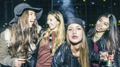 """16-годишните """"наблягат"""" повече на наркотиците, поизоставят алкохола и цигарите"""
