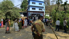 Коронавирус: Властта в Индия си орязва заплатите с 30 на сто