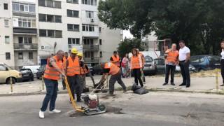 Марешки пълни дупки по варненските улици вместо дебат по вота