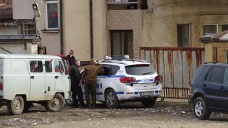 Собственикът на депото край Дупница се предаде в полицията