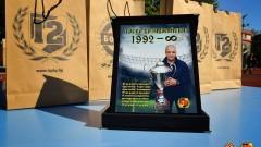 Футболисти на Ботев (Пловдив) раздават автографи на турнира в памет на Тоско