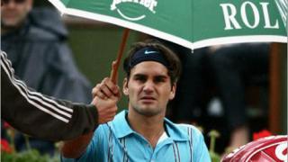 Дъжд прекъсна мача Федерер - Ръсел във втория сет