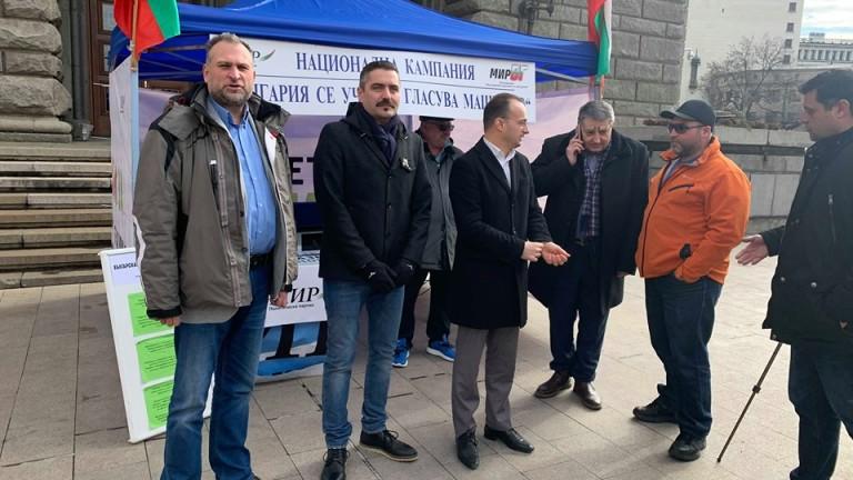 Поканиха Борисов да се научи да гласува машинно