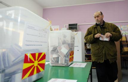 """Пак """"български влак"""" за изборните машинации в Македония"""