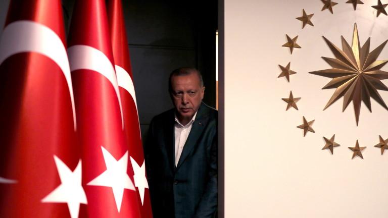 Лирата отново тръгна надолу заради коментари на Ердоган