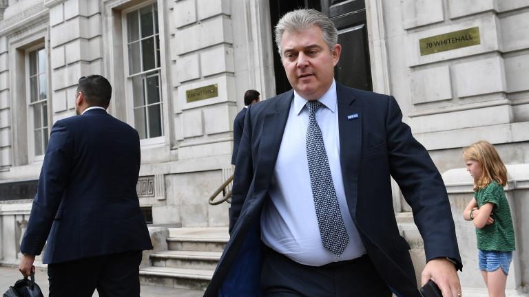 Министърът на Великобритания по въпросите на сигурността Брандън Люис заплаши