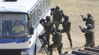 "Военни се справиха с ""терористи"" пред очите на Борисов и Ненчев"