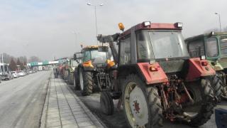 Комбайни и трактори тръгват към бензиностанциите на 3-ти април