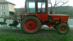 Трактор се преобърна и затисна мъж край село Полена