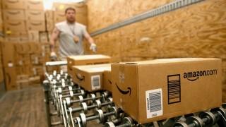 """Amazon """"подарява"""" 50 долара на служители, които я защитават в Twitter"""