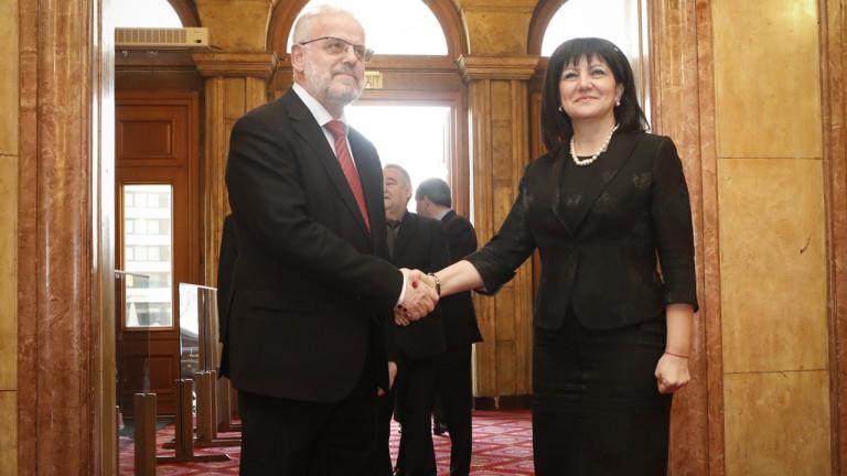 Снимка: Караянчева вече виждала ползите от Договора за добросъседство с Македония
