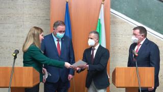 Директорът на болницата в Исперих получи българско гражданство