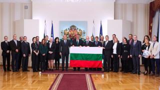 Президентът изпрати антрактиците ни с националното знаме