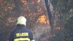 Военни гасят горски пожар край ямболското село Драма