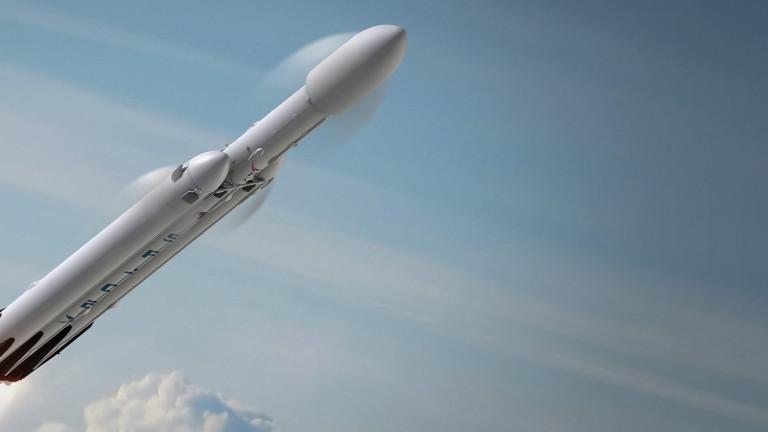 SpaceX направи първия успешен търговски полет с най-мощната ракета в света