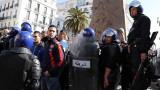 Алжир въстана срещу Бутефлика