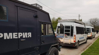 Задържаха 11 мъже след сбиване в Ботевград