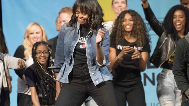 Мишел Обама танцува на концерта на Бионсе