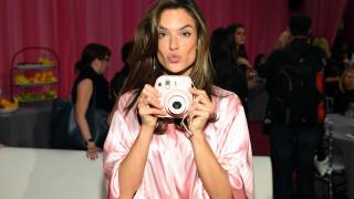 Алесандра Амброзио разкрива тайната на перфектната коса