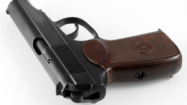 Ученик стреля случайно с газов пистолет в училище