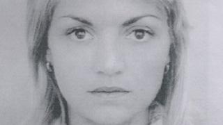 Полицията издирва майка и двете й деца