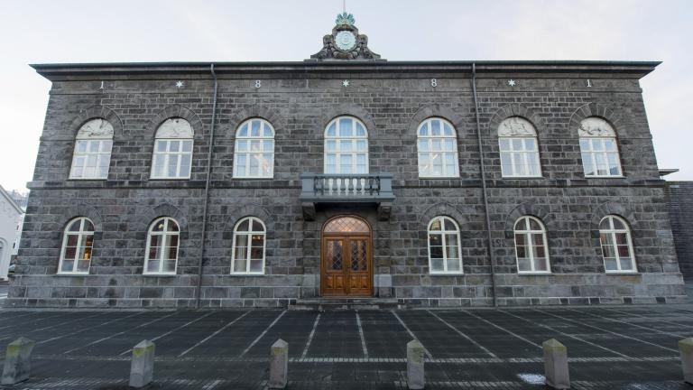 Трипартийна коалиция поема управлението на Исландия